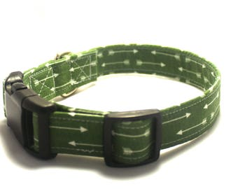 Green Arrows Away Collar