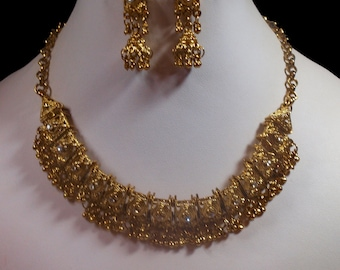 Ornate, Ethnic Style Gold Tone Necklace & Earrings (2774)