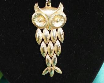 Vintage Retro Gold Tone Articulated Avon Owl Pendant Long Necklace