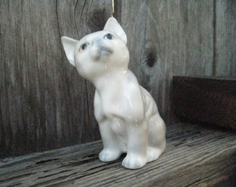 Gray Cat Kitten Looking Up / Vintage Figurine by Otagari.