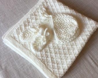 Baby blanket, gloves and bonnet set
