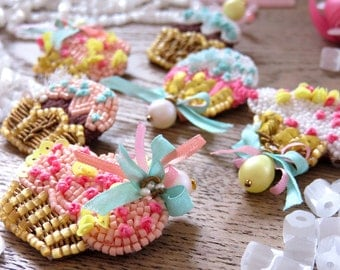 Set of 6 cupcake brooches