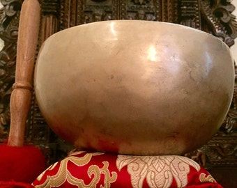 Singing / meditation bowl..