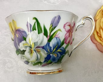 """Royal Standard """"Winsome"""" orphan teacup."""
