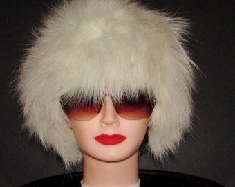 Très beau chapeau de fourrure de  renard blanc/Beautiful  blue fox  fur hat     size   xsmall