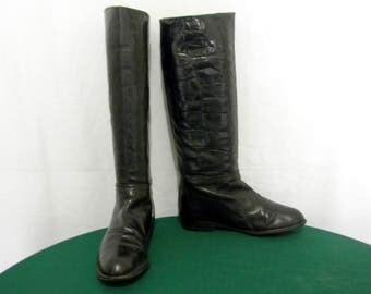 Sz 7B Vintage tall black Croc print leather 1970s flat Italian made women riding boots.