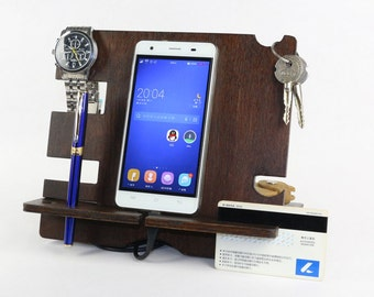 Fathers Day Gift from Daughter, Dad Gifts, Personalized Gift for Dad, Gifts for Dad from Son, Gift from Wife, Wood Docking Station