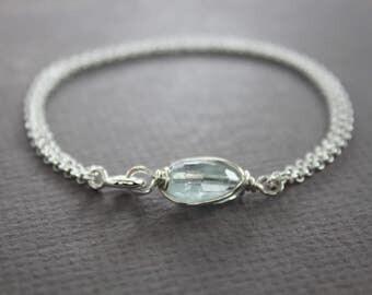 Aquamarine oval shape stone sterling silver bracelet, stone bracelet, aquamarine jewelry, dainty bracelet, chain bracelet