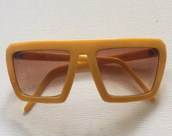 Vintage Liz Claiborne sunglasses 1960's yellow sunglasses