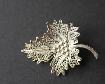 Silver unmarked filigree leaf vintage brooch