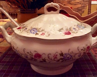 Favolina China Soup Tureen with Ladle