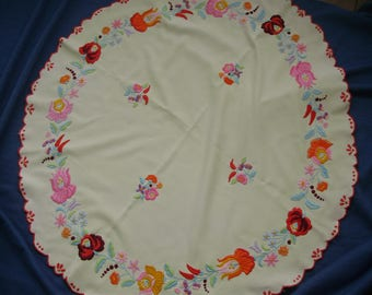 """Vintage,Hungarian handmade """"Kalocsa""""embroidered round doily,centerpiece,tablecloth w.flower pattern"""