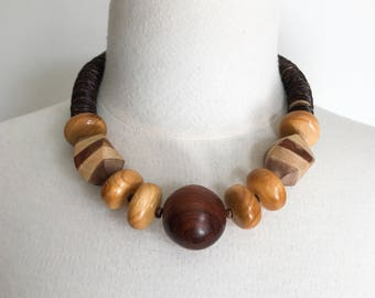 Wooden Bead Necklace / Large Bead Necklace / Retro Necklace / Vintage Jewelry / 80's Jewelry / Wooden Jewelry / Screw Barrel Clasp