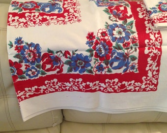 Vintage table cloth with set of 4 napkins