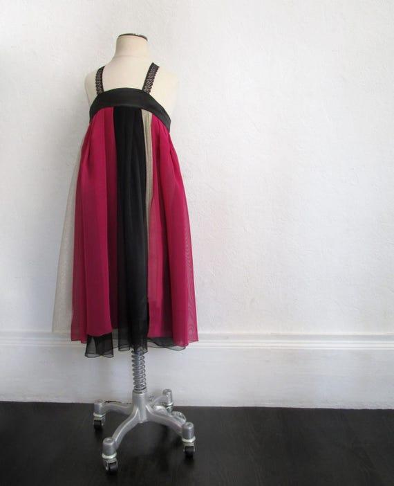 Robe enfant fille, robe avec volants rose, noir, et dorée. Bretelle en dentelle - pièce unique