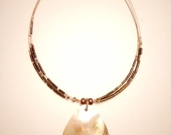 Gorgeous Vintage Brown Pearlescent Shell Beaded Wire Necklace
