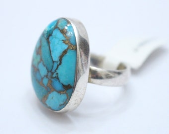 Oval Shaped Turquoise 925 Sterling Silver Ring Size 7