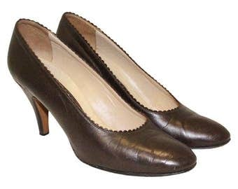 1950's Style Scalloped Court Shoes