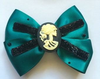 Lady skull cameo hairbow (deep teal)