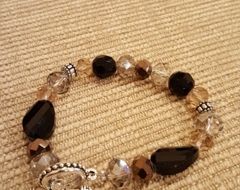 "7 1/2"" Multi-crystal bracelet w/ silver beads and toggle clasp"