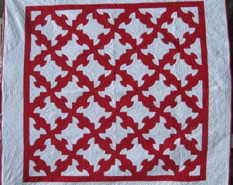 Vintage Quilt in the 'Drunkard's Path' Pattern, #17932,  Queen Size with Two Borders