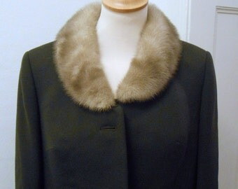 great Brown 60s costume with mink collar beige