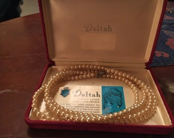 Vintage 1940's Deltah simulated pearl necklace