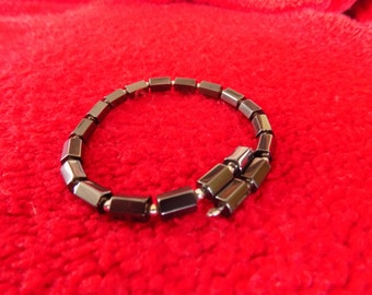Natural Acerina bracelet with small 950 silver beads. Magnetic clasp. Size-adjustable.