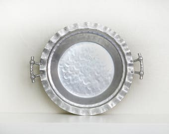 Vintage Everlast Aluminum Pie Holder,  Everlast Pattern #5031, Hammered Aluminum Pie Holder