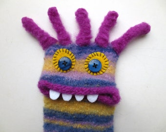 """Smartphone cover, Monster """"Erica"""", knitted, felted Samsung Galaxy S3, bag, mobile, iPhone 6, cover, felt,."""
