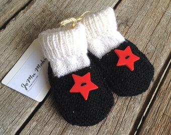 Red star hand knitted woollen baby booties