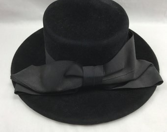 Black Hat Bow w/ Lip Wool Made by United Hatters Cap & Millinery Worker Vintage