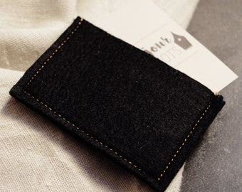 The wallet in soft felt black and camel