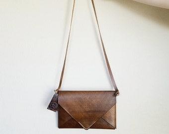 Women's Small Handbag in Walnut