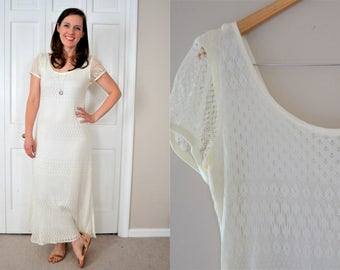 White crochet style vintage maxi dress / Maxi dress with sleeves / Rounded neck long dress with scoop back / Lined maxi dress size S/M