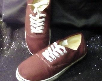 New Ladies sise10 Casual Cool Maroon Canvas Tie Sneakers.