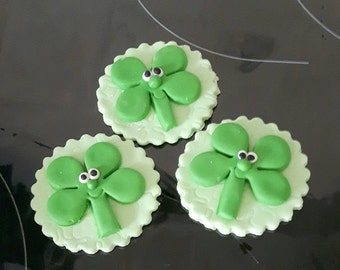 Clover cupcake toppers