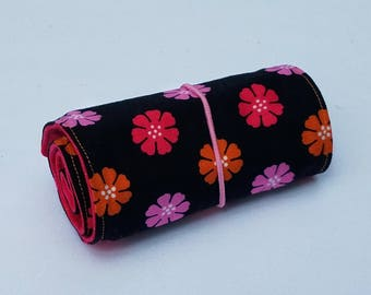 Pretty Flowers Crayon Roll Up, with 16 Crayons
