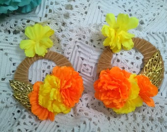 Valentine's Day gift, flamenco earrings with flowers in yellow and orange with golden touches, flamenco earrings, flamenco dress