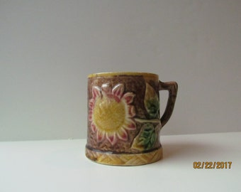Majolica mug with Sunflower pattern