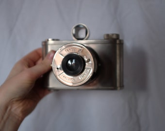 vintage rare fcollectable analogue camera from Tahbes synchro Dutch camera company
