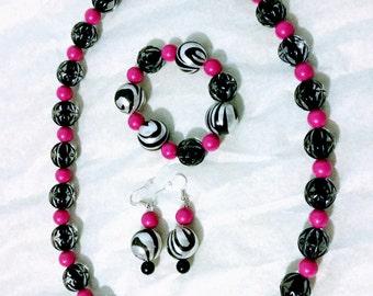Beautiful Necklace + earrings + bracelet .  Pink+Black+White