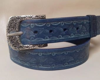 Кожаный ремень с тиснением. Leather belt with embossed