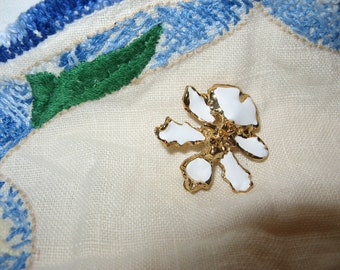 Vintage Orchid brooch with attachment to wear as a pendant, lovely!
