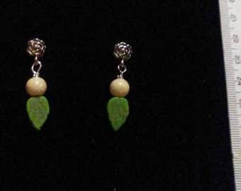 Earrings, Green leaves