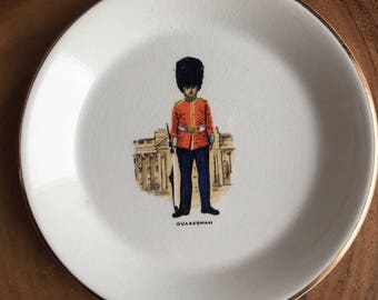 vintage Prince William warranted 22 carat gold made in england Guardsman dish