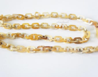 Perfect horn tone color variation in ivory creamy to amber brown horn chain necklace - collier en corne corne de buffle
