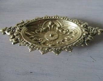 Vintage brass French decorative pin tray / ring dish.French vintage dish.French style.Elegant decor.Ideal gift.decorative ring dish.Quality.