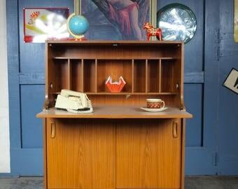 Retro Vintage Mid Century 1970s Schreiber Bureau Desk