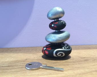 Paperweight with hand-painted stones in equilibrium with magnets